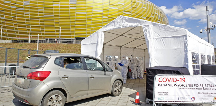 Zbadają cię bez wychodzenia z auta! W Gdańsku robią testy na koronawirusa dla kierowców