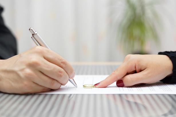 Zmniejszenie etatu rodzica nie wymaga dokonywania zmian w umowie o pracę.