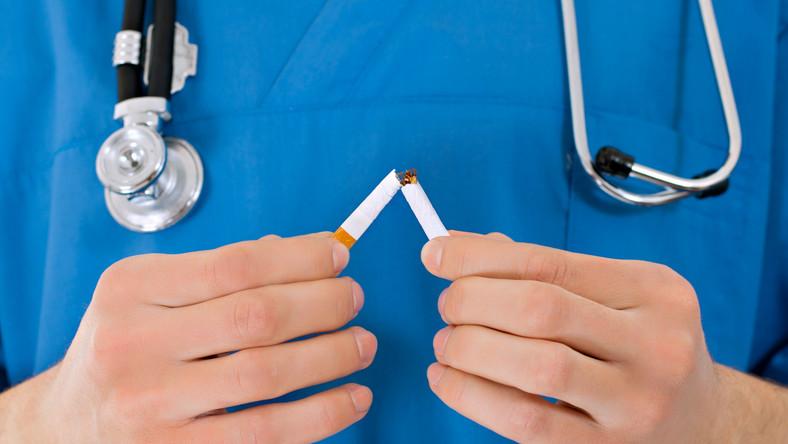 Papieros to bomba toksyn i substancji rakotwórczych. Palenie nie może więc pozostawać obojętne dla zdrowia. Zobacz, jak bardzo szkodzą sobie palacze