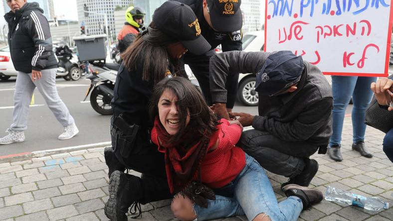 Protestująca kobieta w Izraelu zatrzymana przez policję