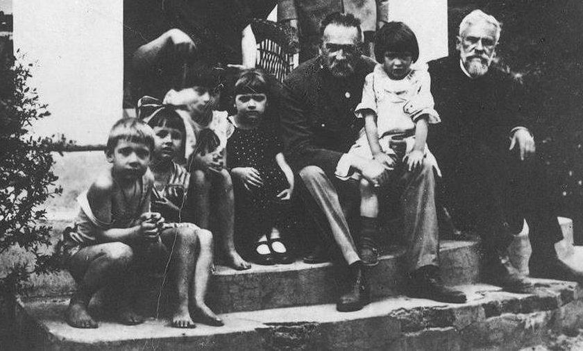 Tyle dzieci rodziło się w Polsce za marszałka Piłsudskiego. A jak jest dzisiaj?