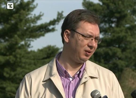 Vučić je uskršnje jutro proveo sa pripadnicima 250. raketne brigade u selu Zuce