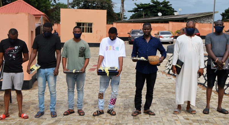 EFCC arrests brothers, 3 others over alleged internet fraud in Ibadan