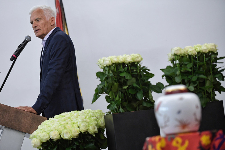 Jerzy Buzek na pogrzebie Kory