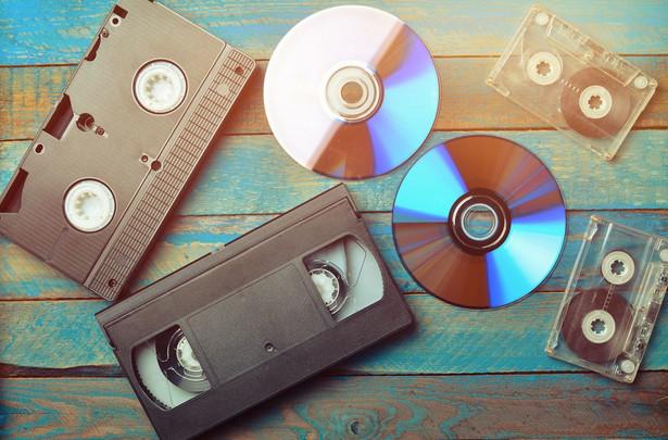 Kasety wideo, płyty CD, kasety magnetofonowe. Do niedawna CD były jeszcze w powszechnym użyciu