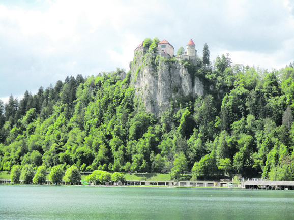 Čuveni zamak iznad Bledskog jezera