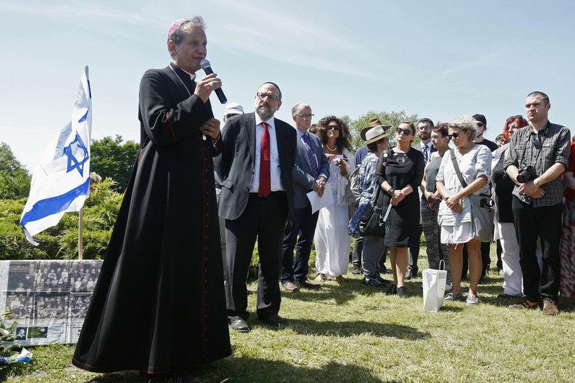 Jedwabne. Biskup przeprosił za mord na Żydach. To pierwsze takie słowa katolickiego duchownego