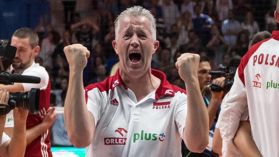 Vital Heynen cieszy się ze złotego medalu mistrzostw świata w 2018 r.
