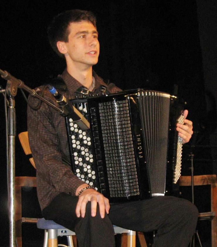 54389_regkradjasvetskom-prvaku-ukrali-harmoniku001-lo-momir-novakovic-foto-slobodan-pajic