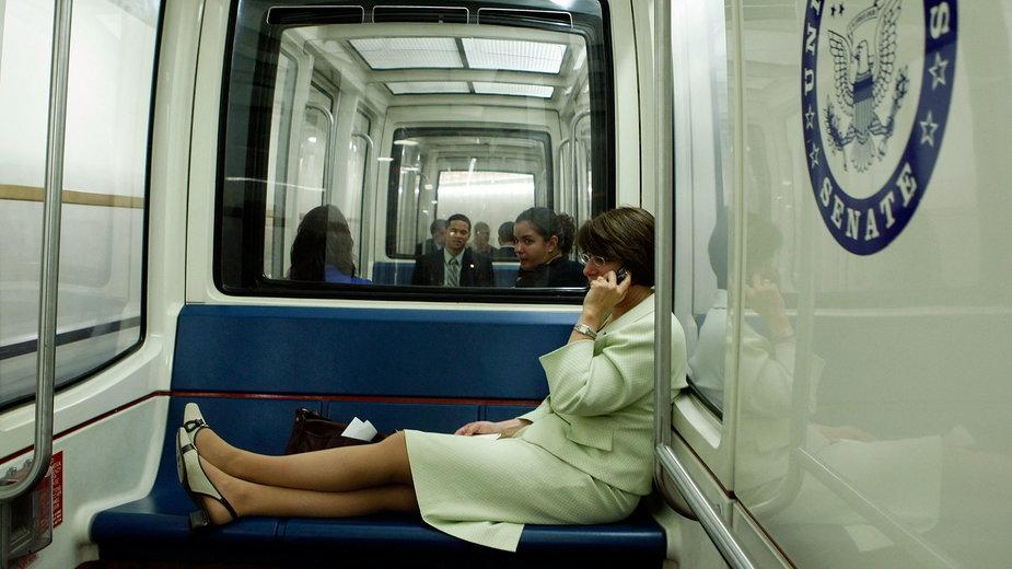 Capitol Subway System - metro dla polityków pod Kongresem USA w Waszyngtonie. Na zdjęciu Senator Amy Klobuchar, 2008 r.