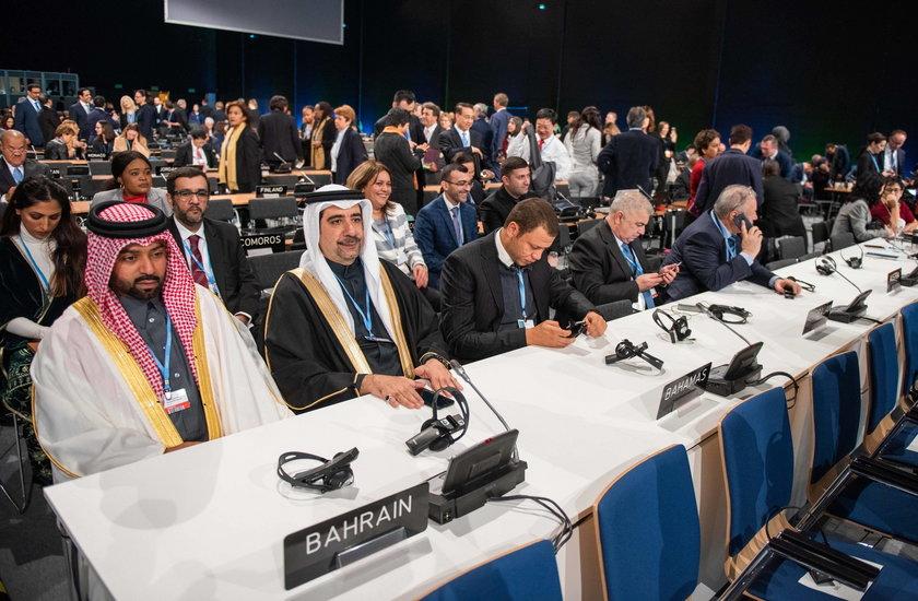 Szczyt otwarty, a świat z nas kpi