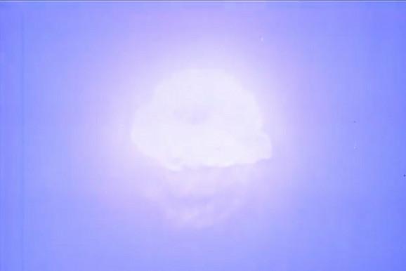 Sjaj i silina eksplozije paraju nebo nad njihovim glavama
