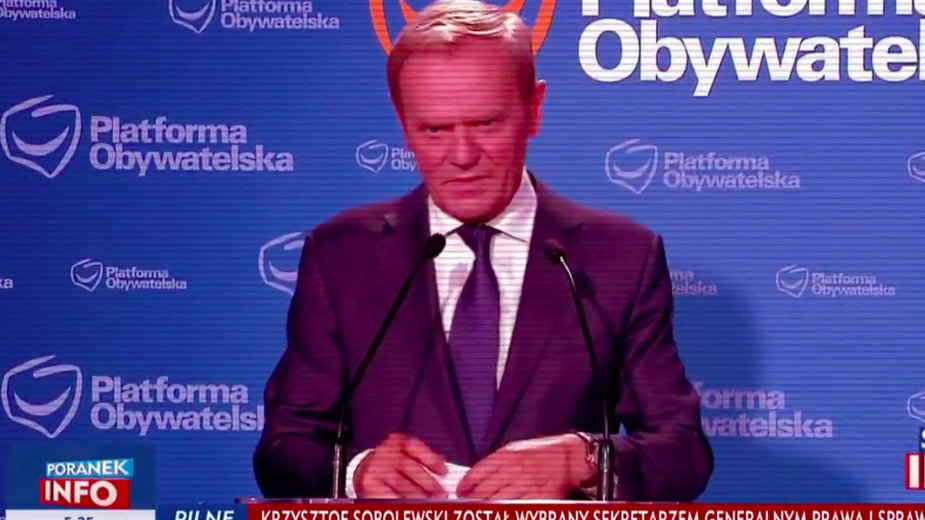 Donald Tusk z rogami na antenie TVP Info