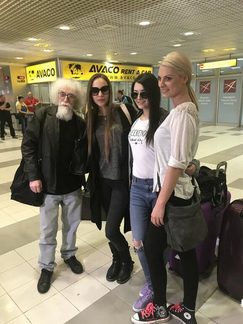 """Grupu """"Balkanika"""" na aerodromu sačekalo iznenađenje, a pale su i suze! VIDEO"""