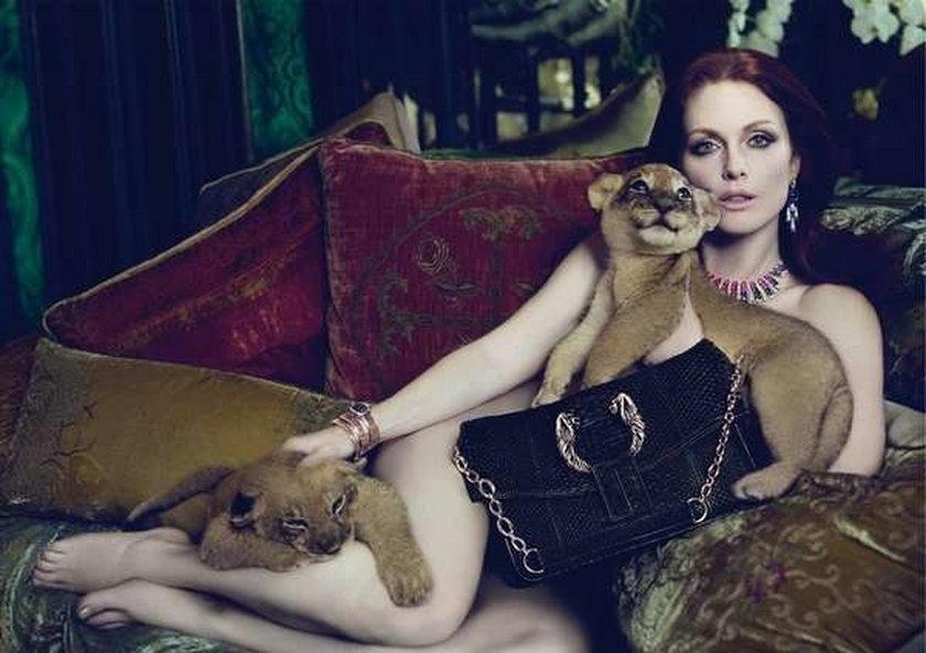 Julianne Moore nie rozbierze się w Wenecji. Reklama z Julianne Moore wzbudziła oburzenie