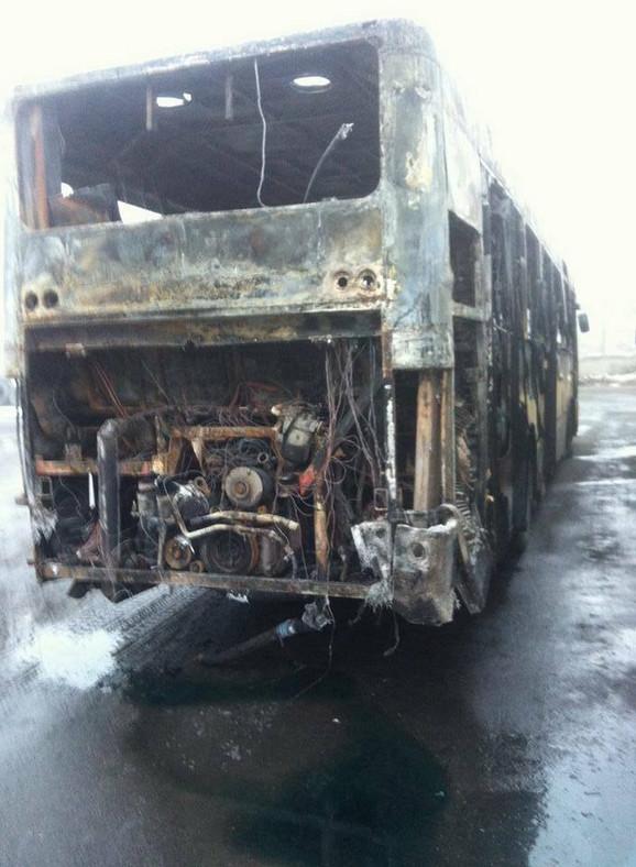 Zadnji deo autobusa u rasulu