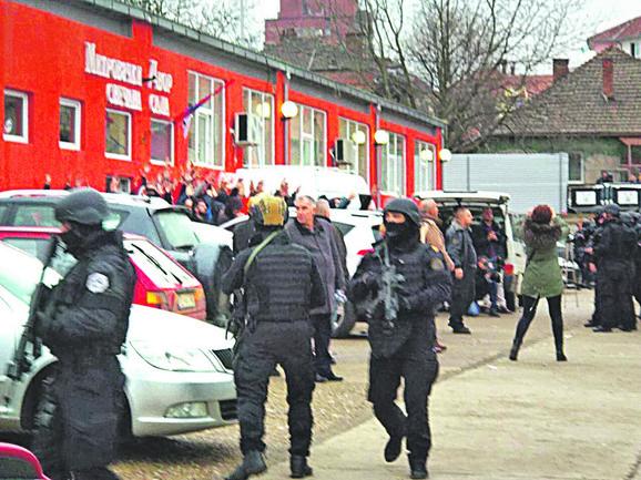 Napad ROSU na Srbe u Kosovskoj Mitorvici