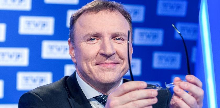 Sylwester w TVP. Jacek Kurski się cieszy, a widownia łamie obostrzenia