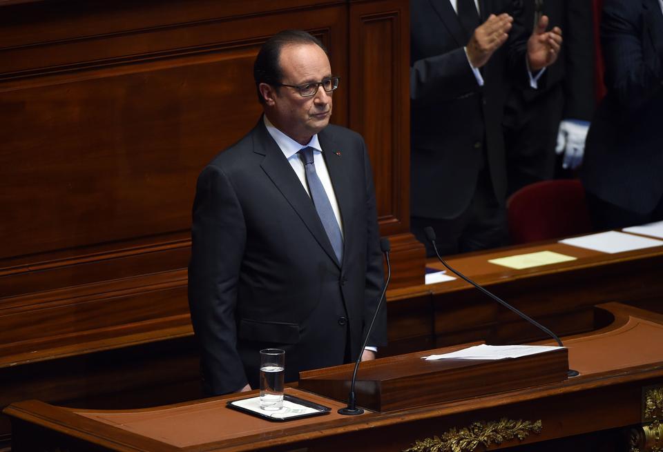 Francois Hollande: Francja jest w stanie wojny
