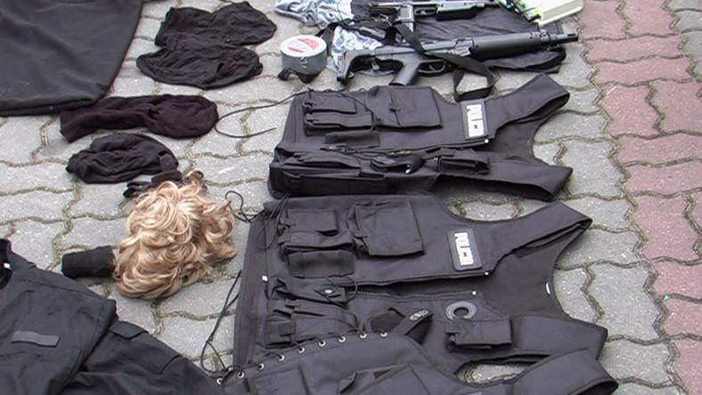 Chcieli napaść na konwój w policyjnych mundurach - zatrzymała ich prawdziwa policja