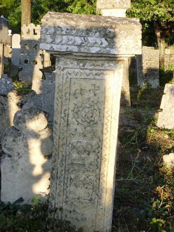 Nadgrobni spomenik, Rajačke Pimnice, polovina XVIII veka