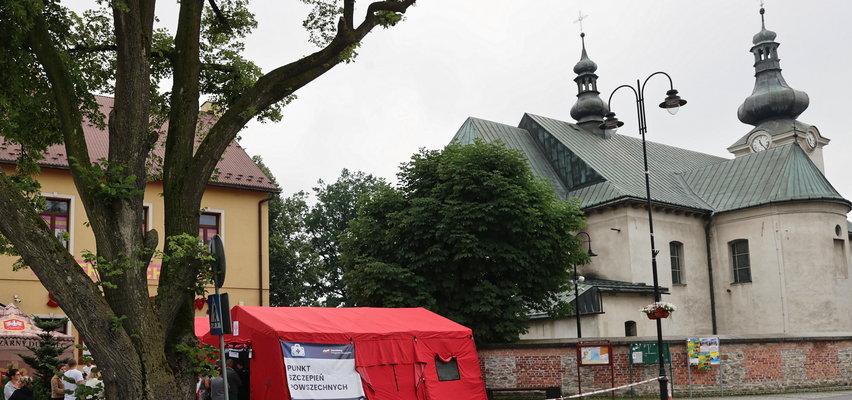 W całej Polsce szczepią pod kościołami na COVID-19, a w Gromniku nie. Bo ksiądz się nie zgodził