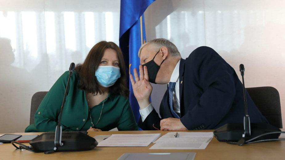 Joanna Lichocka i Marek Suski podczas posiedzenia komisji