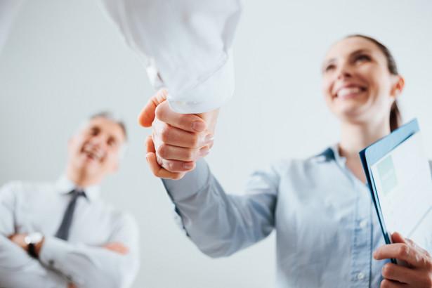 Nie można w drodze wypowiedzenia zmieniającego zastąpić umowy na czas nieokreślony umową na czas określony