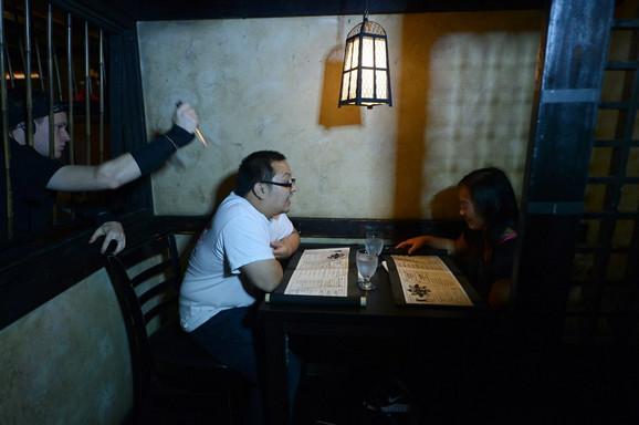 Gosti nekad napuste restoran prestravljeni performansom