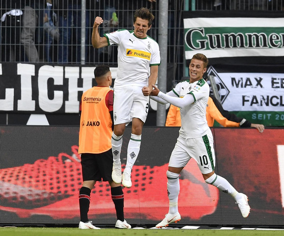 Jonas Hofman slavi vodeći gol