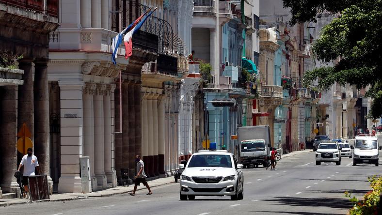 Radiowóz na ulicach Hawany