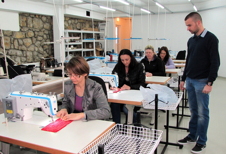 VAROS 01 na sajmu zaposaljavanja najvose se traze radnici tekstilne strujke, iz pogona preduzeca Link, foto zeljko dulanovic