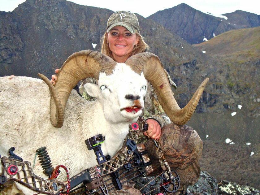 Kobieta, która zabiła żyrafę, jest z tego dumna
