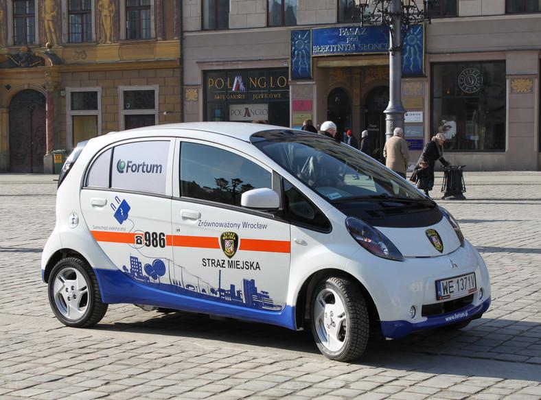 Uwaga! Oto nowy, japoński radiowóz straży miejskiej!
