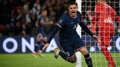 Icardi gives PSG win over Lyon on Messi home debut