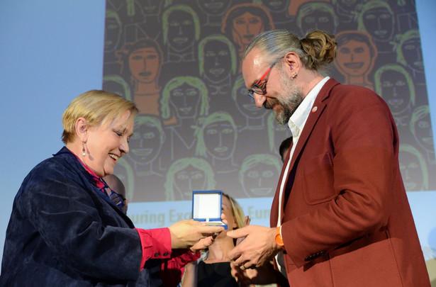 Mateusz Kijowski odebrał przyznawaną przez Parlament Europejski - Europejską Nagrodę Obywatelską 2016 dla Komitetu Obrony Demokracji