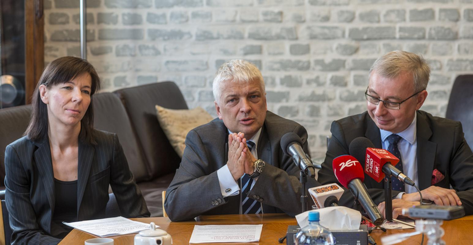 Od lewej: Anna Gołębicka, prof. Rober Gwiazdowski i Andrzej Sadowski w trakcie konferencji na temat Dnia Wolności Podatkowej