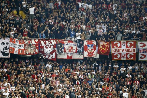Navijači Crvene zvezde na stadionu Švajcarska