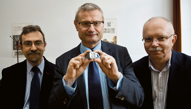 Dr hab. inż. Sławomir Wronka, mgr inż. Tomasz Lotz oraz dr hab. Paweł Sobkowicz z NCBJ