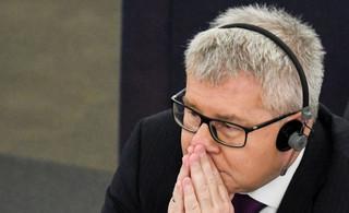 Krasnodębski na miejsce Czarneckiego? Schetyna: Posłowie PO zagłosują za Polakiem