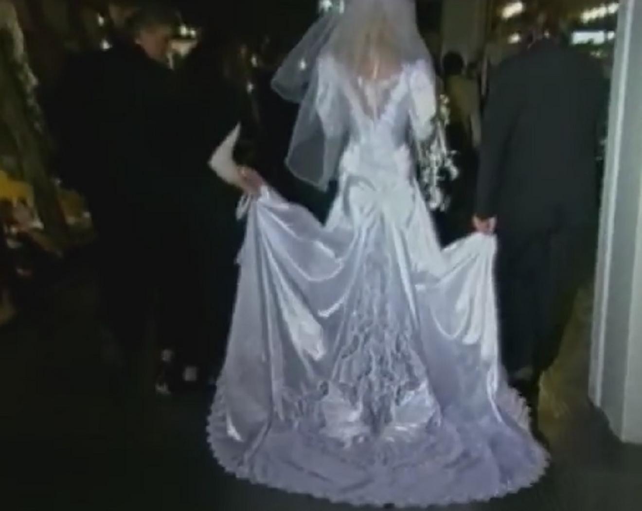 Raskošan dizajn Brenine haljine