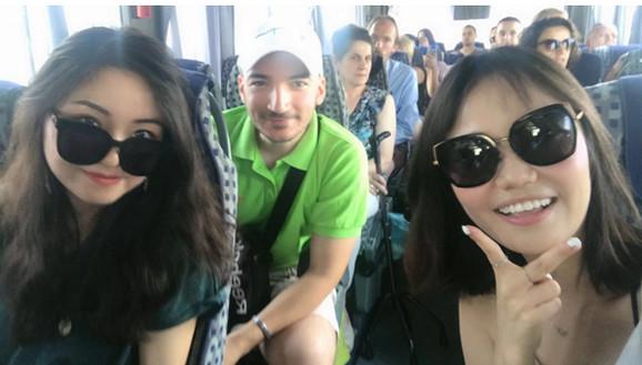 Aleksandar Vujić i turistkinje iz Kine