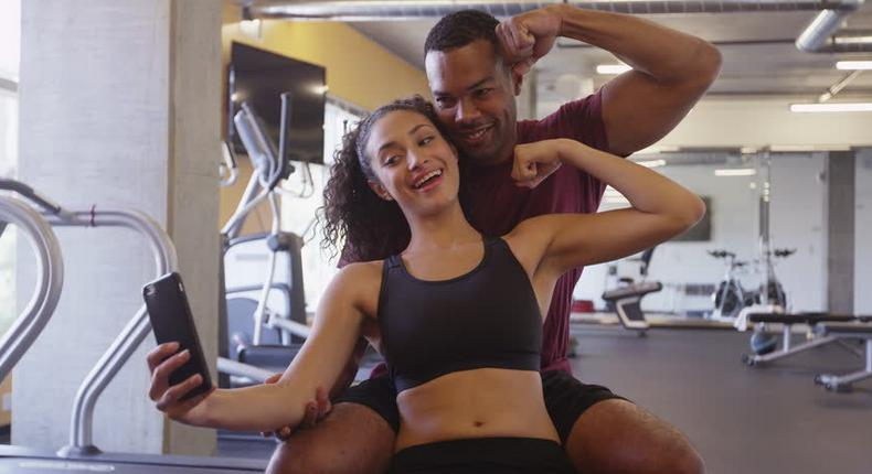 Couple in the gym (cachride)