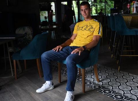 Laslo Đere postiže sve veći uspeh na terenu, a evo šta kaže o svom privatnom životu o kojem se malo zna! VIDEO