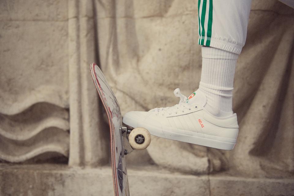 d9a4b28be0dd2 Tenisowe trendy w kolekcji adidas Skateboarding x Hélas Foto  Adidas   Mat.  pras.