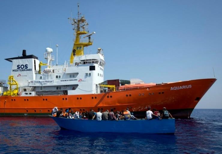Migranti brod AP