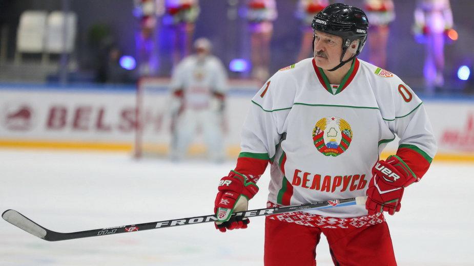 Prezydent Łukaszenka podczas meczu hokeja, 4 kwietnia 2020