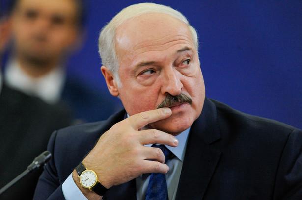 Alaksandr Łukaszenka próbuje się wycofać ze złożonych latem obietnic ograniczenia własnych prerogatyw