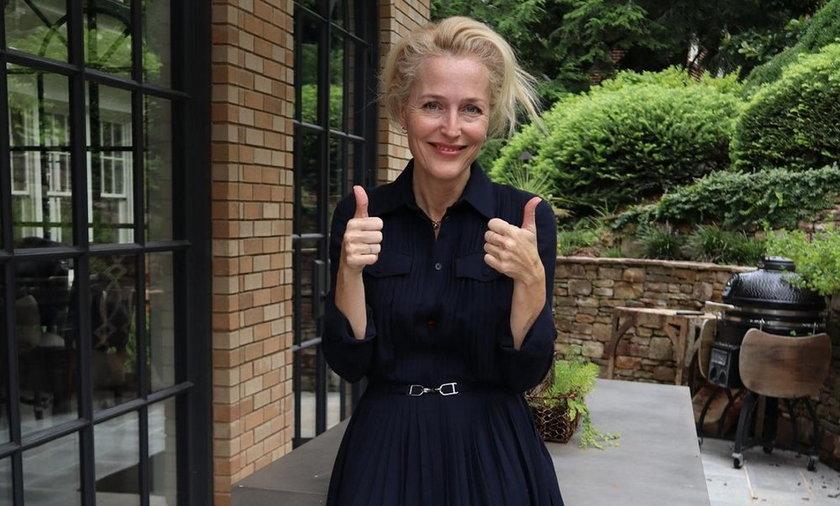Gillian Anderson przyznała, że zrezygnowała z noszenia biustonosza.