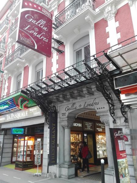 Dobrym wyborem będzie hotel w centrum, na przykład Grand Hôtel Gallia & Londres